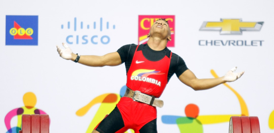 Lev.-Pesas-Luis-Javier-Mosquera-celebrando-el-oro-en-69-kg.1