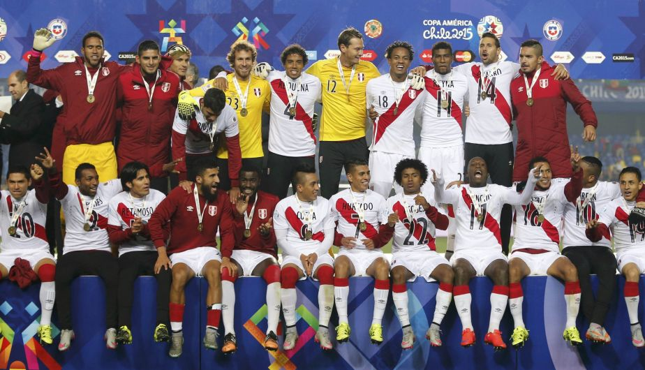 Peru players pose with their medals after defeating Paraguay in their Copa America 2015 third-place soccer match at Estadio Municipal Alcaldesa Ester Roa Rebolledo in Concepcion, Chile, July 3, 2015.  REUTERS/Andres Stapff
