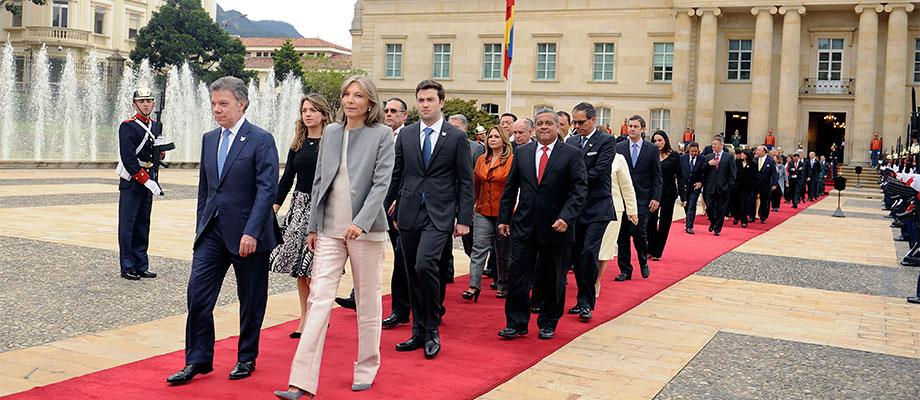 Presidente Santos y su familia salen de la Casa de Nariño para asistir a la instalación de la legislatura del Congreso de la República