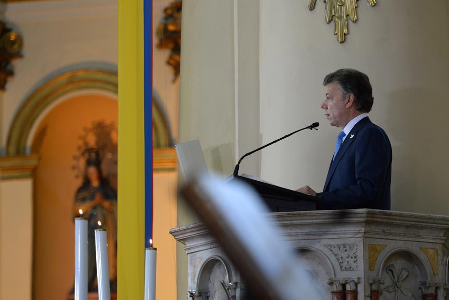 Santos abrió la celebración del 20 de Julio y asistió con Te Deum