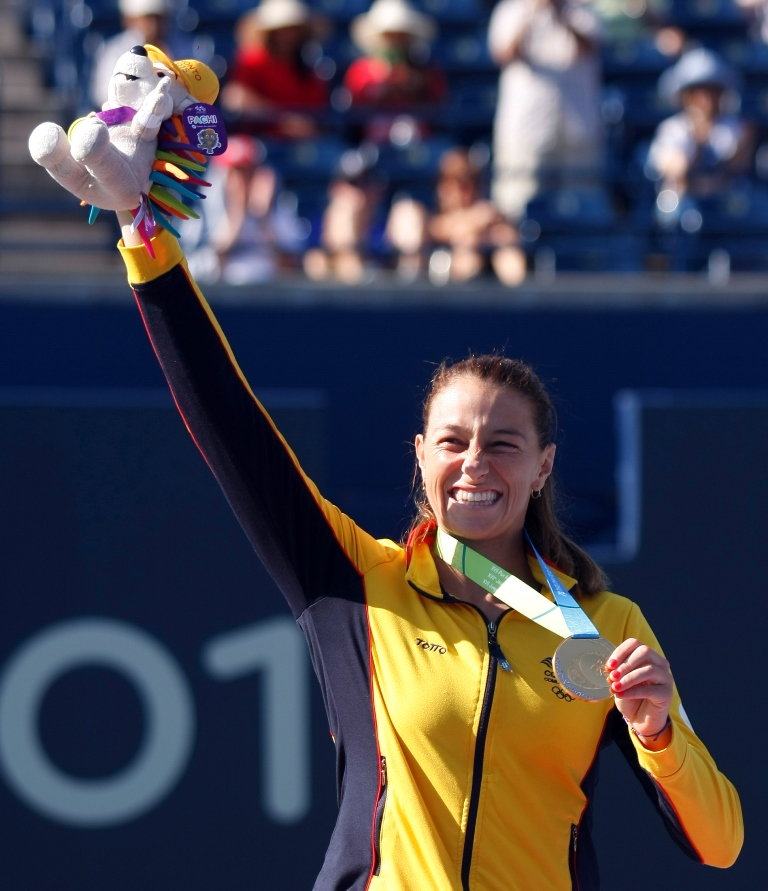 Tenis-Mariana-Duque-oro-en-sencillos-femenino-podio-II1
