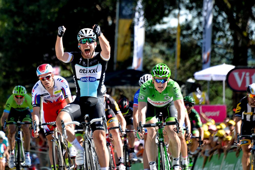 Tour de France 2015 - 10/07/2015 - 7ème Etape - Livarot / Fougére - 190,5Km - Victoire de Mark CAVENDISH (EQS), Le Britannique a dominé André GREIPEL (LTS) et Sagan dans les 200 derniers mètres.