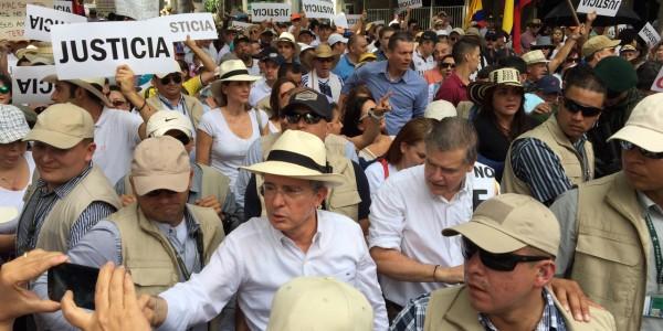 Nosotros hemos salido hoy a contestar el ultimátum de la Farc Uribe