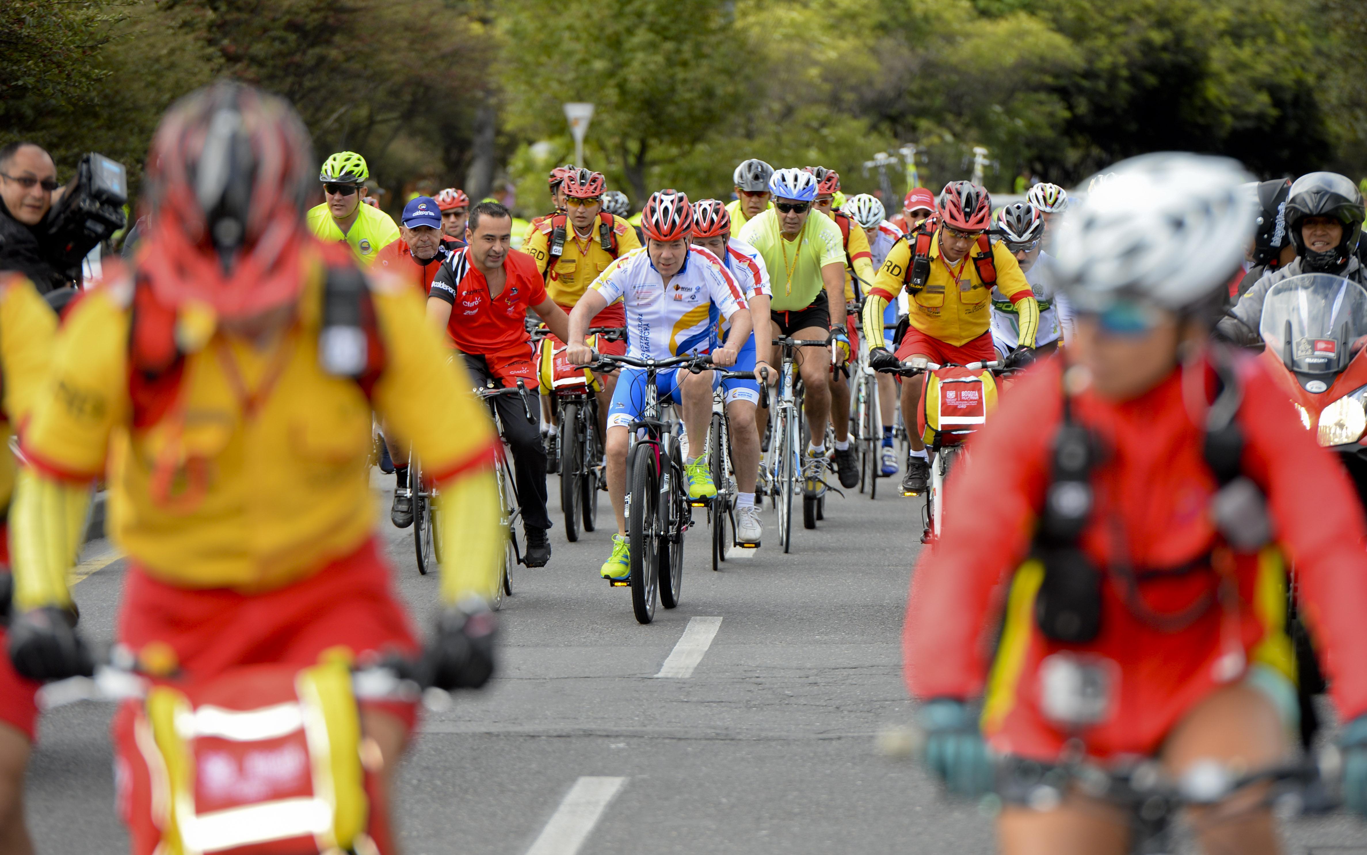 Presidente dio los primeros pedalazos en la Vuelta