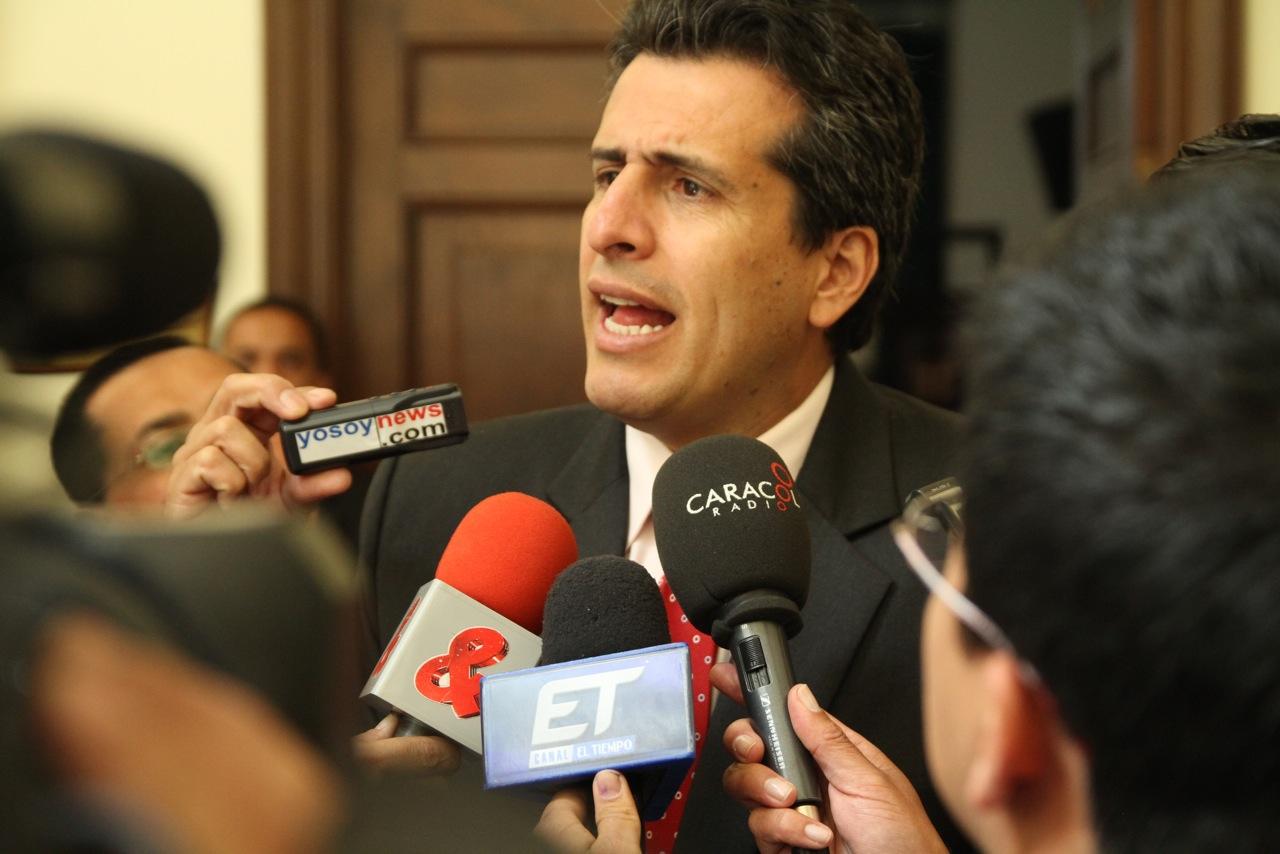 Reformas constitucionales, se hacen dentro del Congreso Luis Fernando Velasco