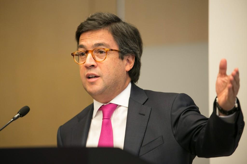 Luis Alberto Moreno relecto presidente del BID