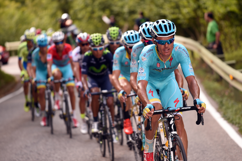 Astana chases on stage fifteen of the 2015 Tour of Spain