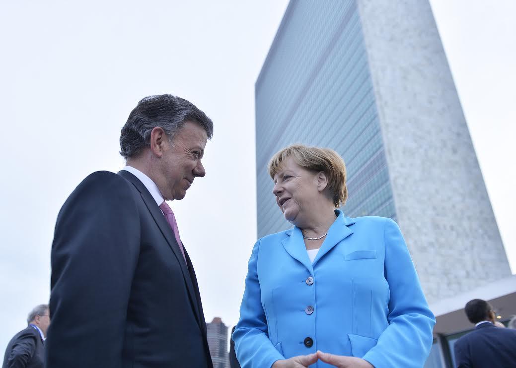 Santos con Canciller de la República Federal de Alemania, Ángela Merkel