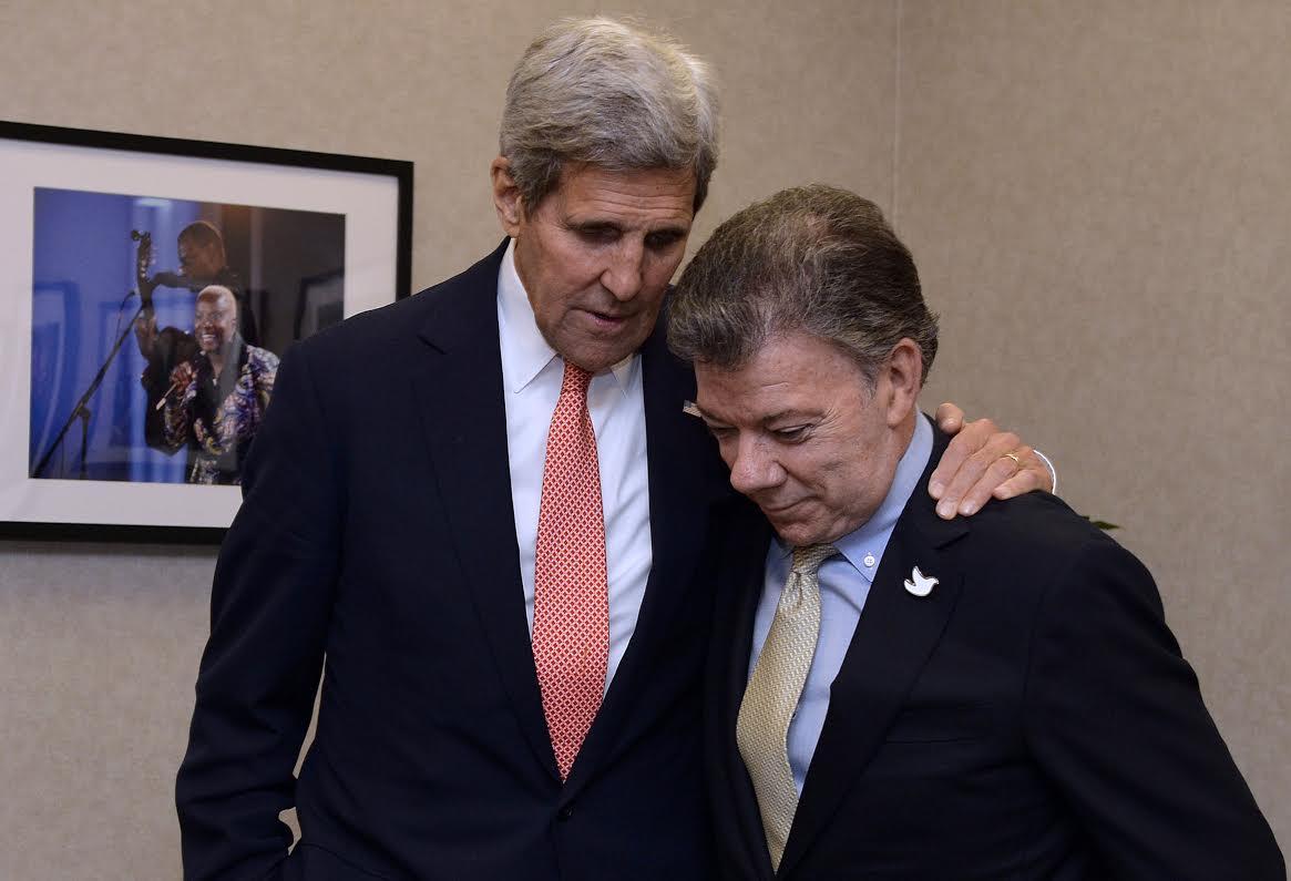 Santos y el Secretario de Estado de los Estados Unidos, John Kerry