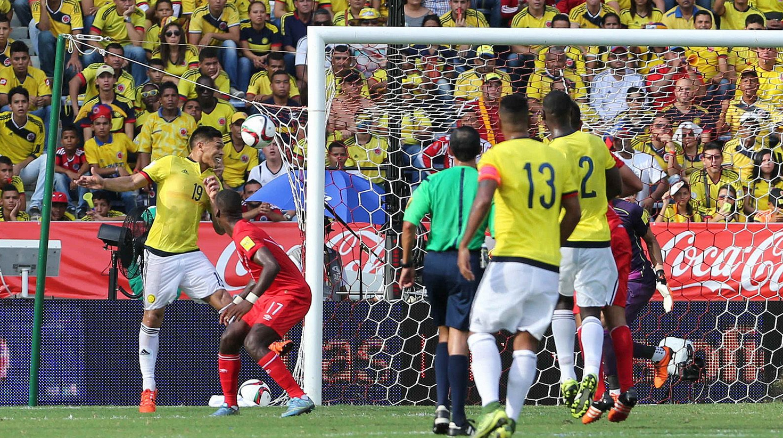 Colombia derroto a Peru 2-1B