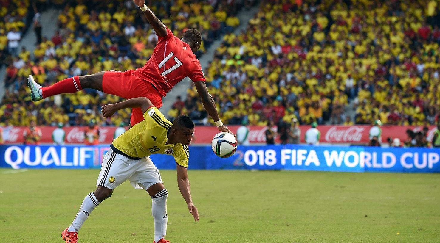 Colombia derroto a Peru 2-1D