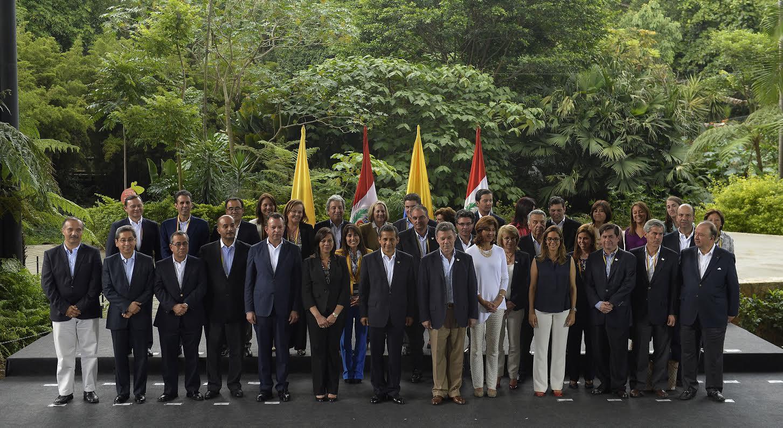 Con nuevos convenios para beneficiar a la población de frontera concluyó el Segundo Gabinete Binacional Colombia – Perú, este viernes en Medellín.