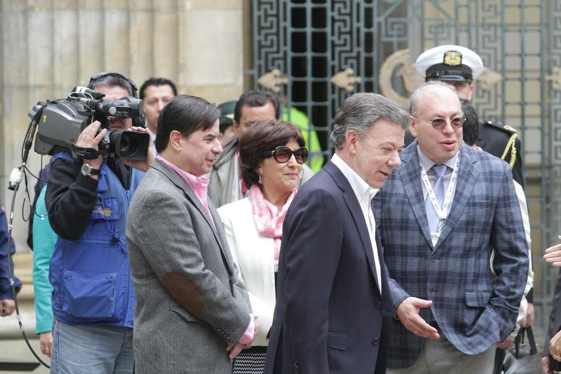 El ministro Juan Fernando Cristo junto con el Presidente Juan Manuel Santos ejercieron su derecho al voto