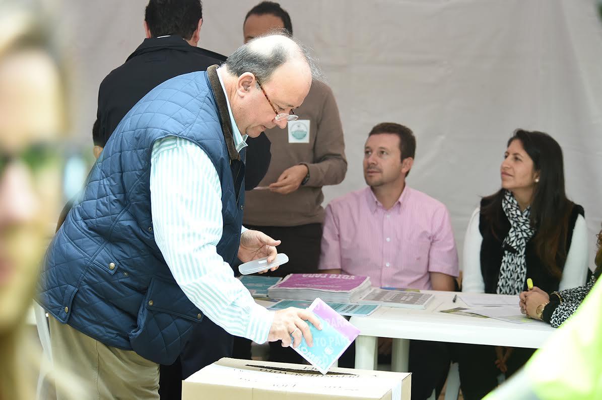 En el capitolio nacional el Ministro de Defensa Luis Carlos Villegas2