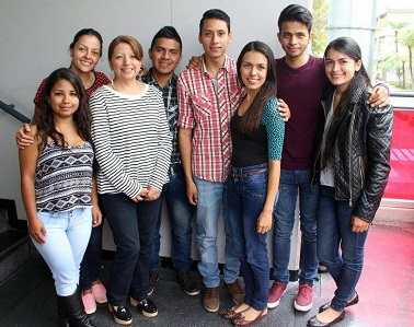 Siete estudiantes U. de Caldas dictarán clases en Jamaica y Sudáfrica