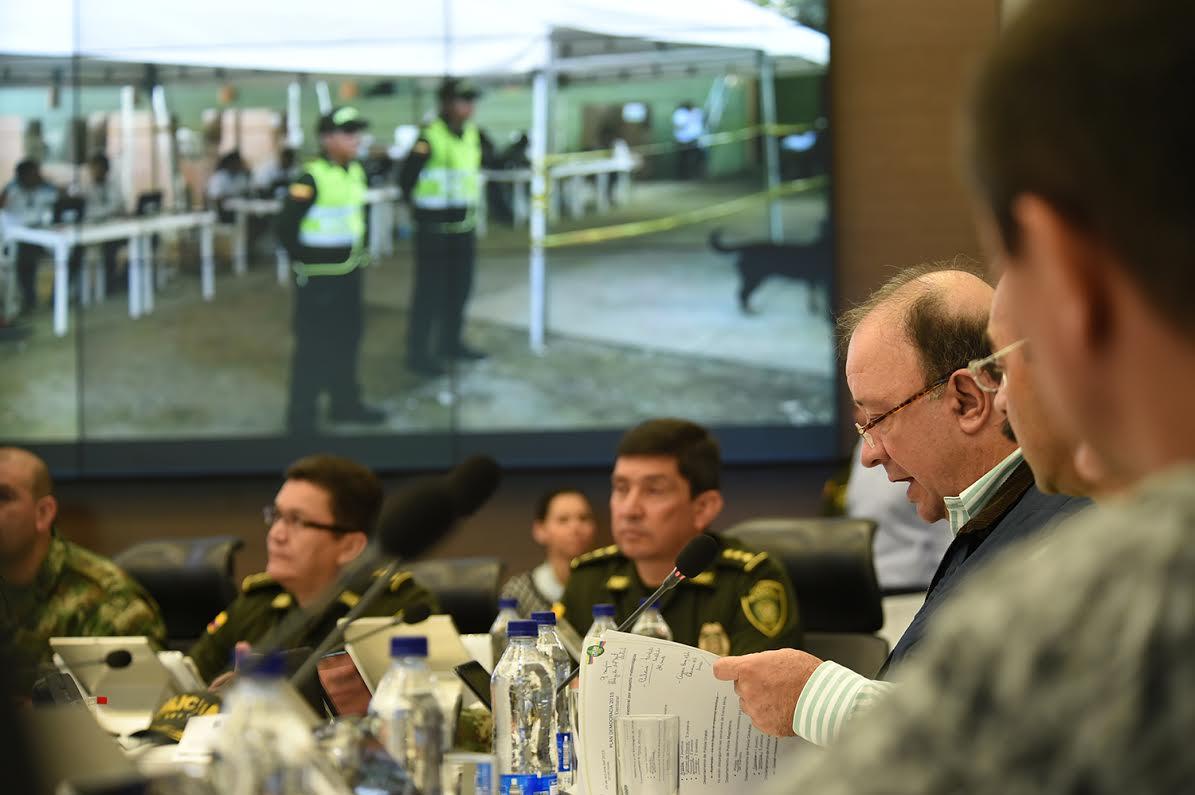 sala estrategia de la Policía Nacional el ministro de defensa Luis Carlos Villegas 4