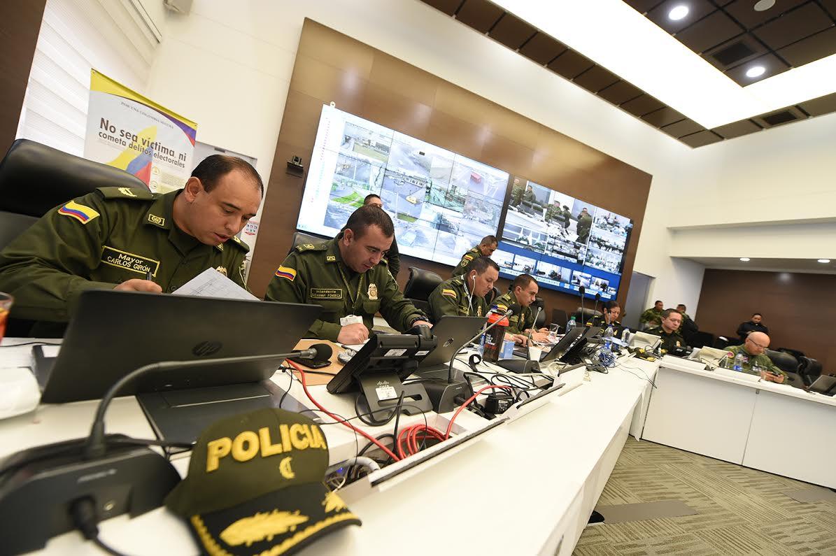 sala estrategia de la Policía Nacional el ministro de defensa Luis Carlos Villegas