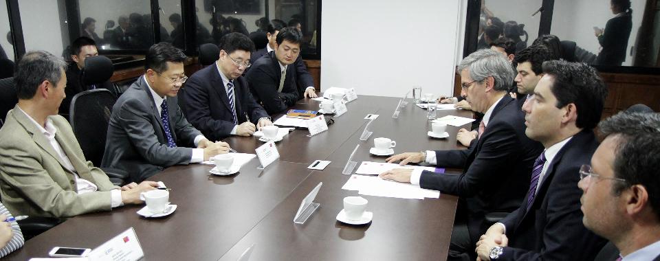El Ministro de Justicia y del Derecho, Yesid Reyes Alvarado, y el Viceministro de Justicia de la República Popular China, Zhao Dacheng, i