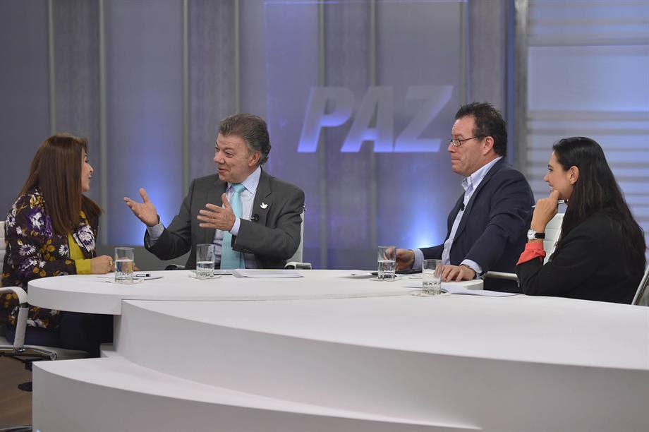 Juan Manuel Santos, con el caricaturista Vladdo y Alexandra Montoya (humorista de 'La Luciérnaga'