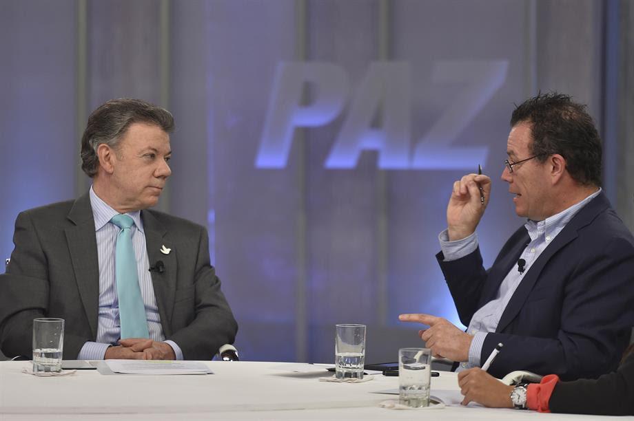 Juan Manuel Santos, con el caricaturista Vladdo y Alexandra Montoya (humorista de 'La Luciérnaga'2