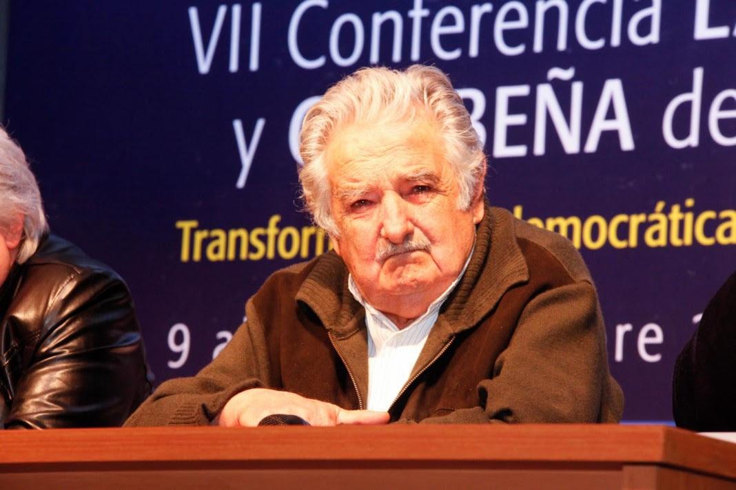 Mujica cautivo