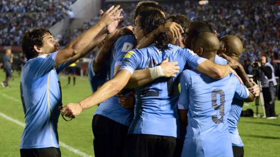 Uruguay's players celebrate after scoring against Chile during their Russia 2018 FIFA World Cup South American Qualifiers football match, in Montevideo, on November 17, 2015.   AFP PHOTO / PABLO PORCIUNCULA