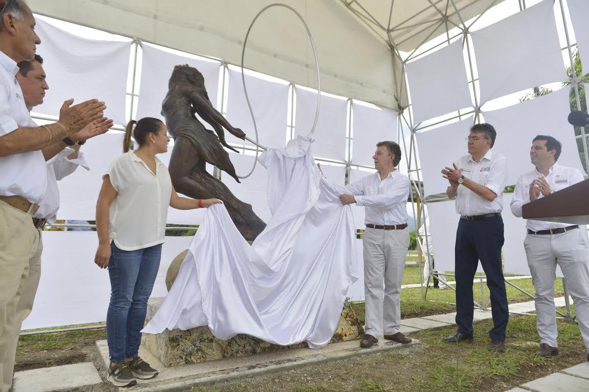 Escultura en honor la niña mártir Omayra