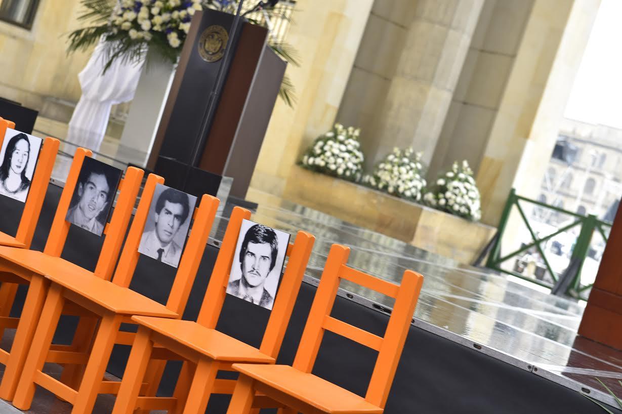 fotografías de los desaparecidos constituyeron interrogantes de las familias que esperan conocer la suerte de sus seres queridos.