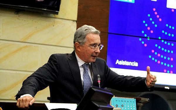 Alvaro Uribe Plenaria  del Senado 10 12 15