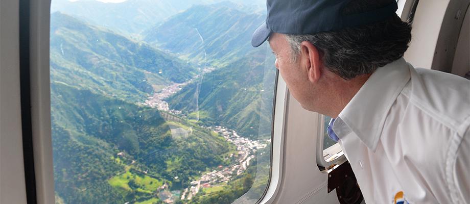 Presidente Santos observa la zona de desastre en la quebrada Liboriana de Salgar, Antioquia