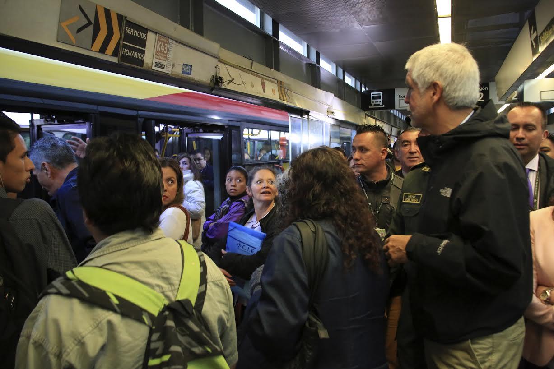 Peñalosa madrugó para escuchar a los pasajeros de TransMilenio en Soacha2