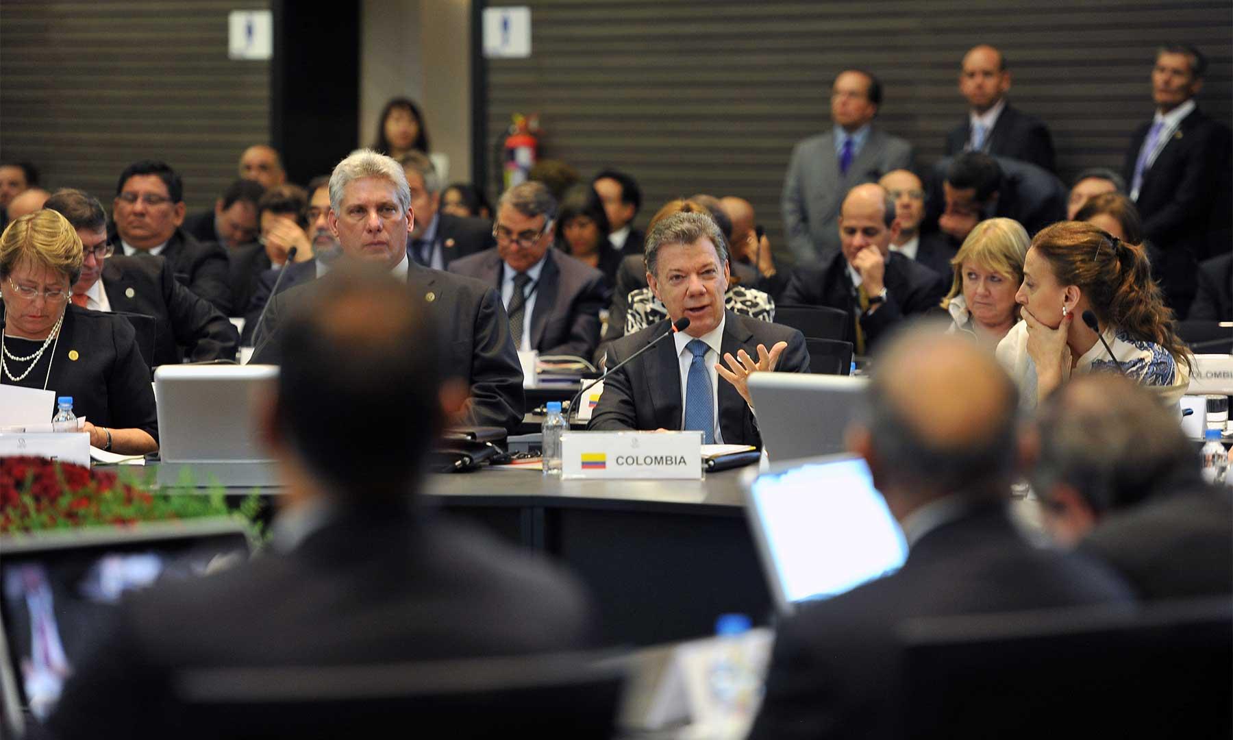 El Presidente Juan Manuel Santos agradeció, este miércoles en Quito, la disposición de los países de la Celac de participar en la verificación del cese al fuego y de hostilidades y la dejación de las armas.