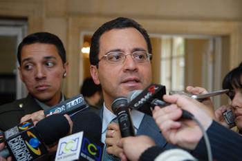 cesar Mauricio Velasquez24