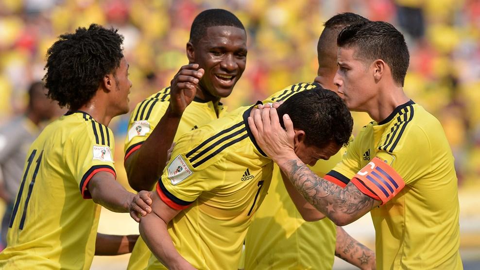 James felicita a Bacca por los dos goles ante Ecuador