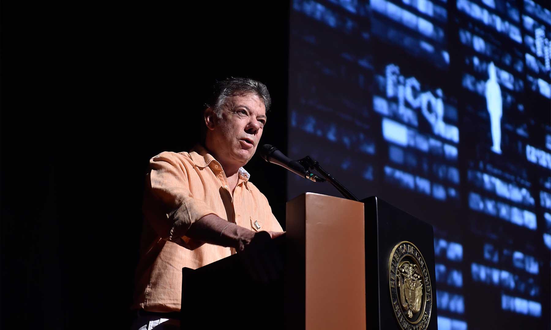 """""""La película de la paz está por empezar, y nos necesita a todos como espectadores y protagonistas. Comencemos –YA– el rodaje de la paz"""", dijo este miércoles el Presidente Santos al abrir el Festival de Cine de Cartagena."""