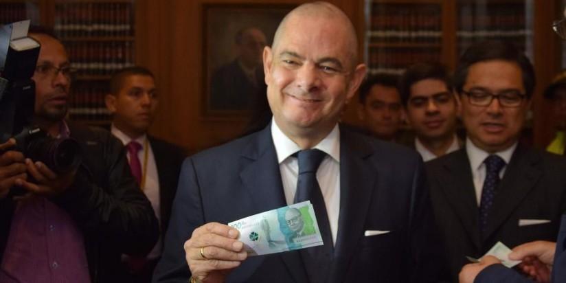 Vicepresidente con el Billete de 100 Mil pesos