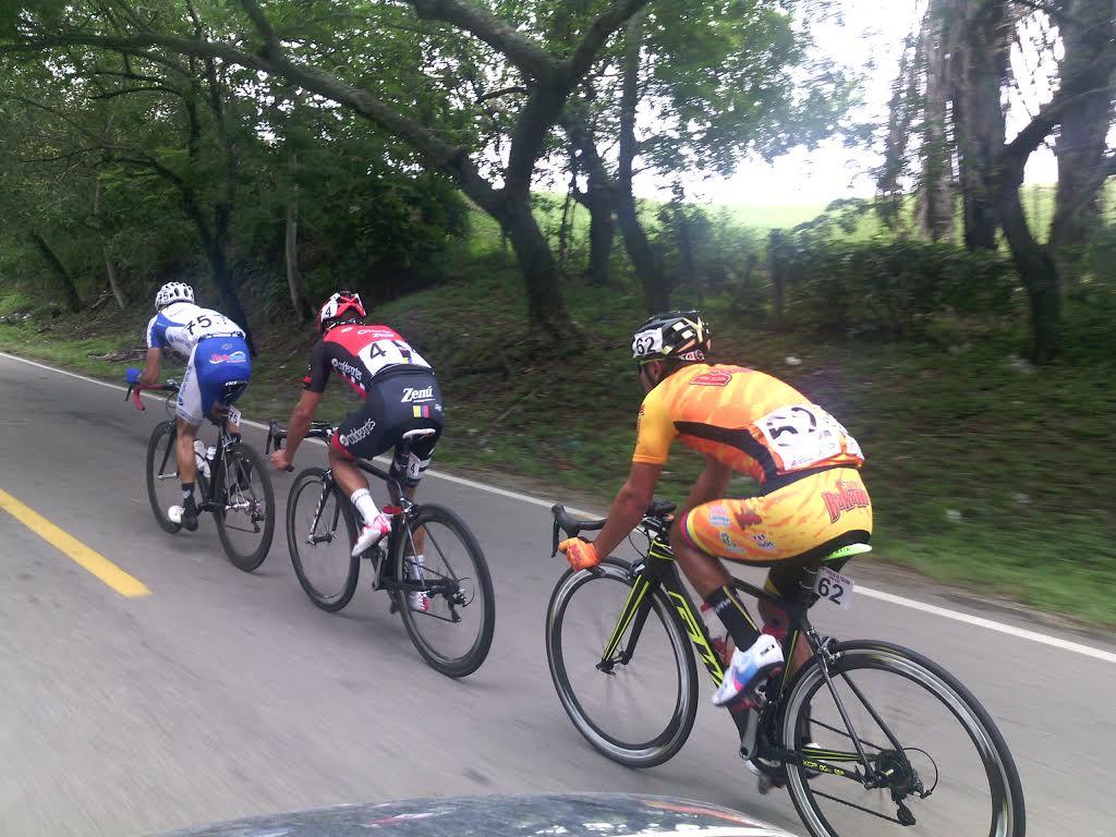 Carlos Ospina en fuga con Arango y Avellaneda.