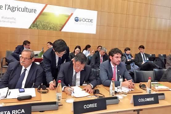 En la fotografía, el Viceministro de Asuntos Agropecuarios, Juan Pablo Pineda en el marco delComité para la Agricultura de la OCDE, que se realiza en París.