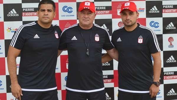 (DER) El hijo del técnico José Alberto Suárez dijo que algunos hinchas inescrupulosos han llenado de temor tanto a él, como a su familia.