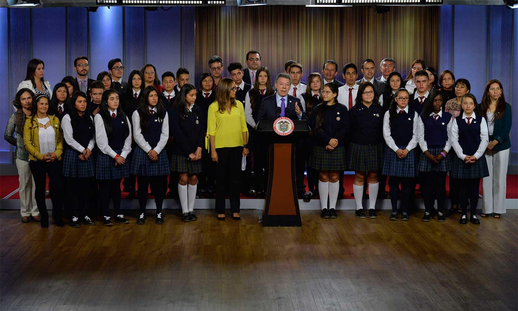 El Presidente Santos dio la bienvenida a la Casa de Nariño a estudiantes de colegios públicos que disfrutarán de los Campos de Inmersión en inglés, a los que asistirán casi 3.000 jóvenes.