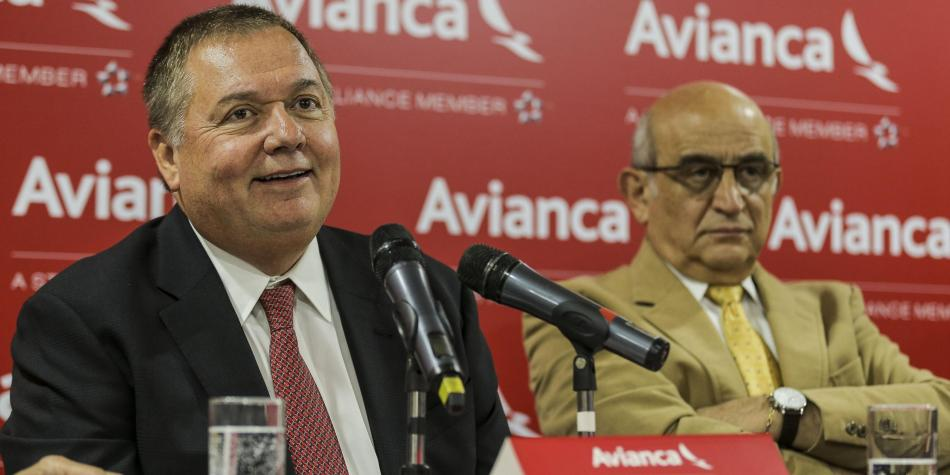 Hernán Rincón (izquierda), nuevo presidente de la Junta Directiva de Avianca, junto con Germán Efromovich (derecha), dueño de la compañía.