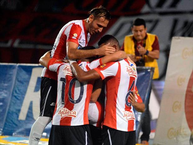 Junior Celebra uno de los trwes goles ante Nacional