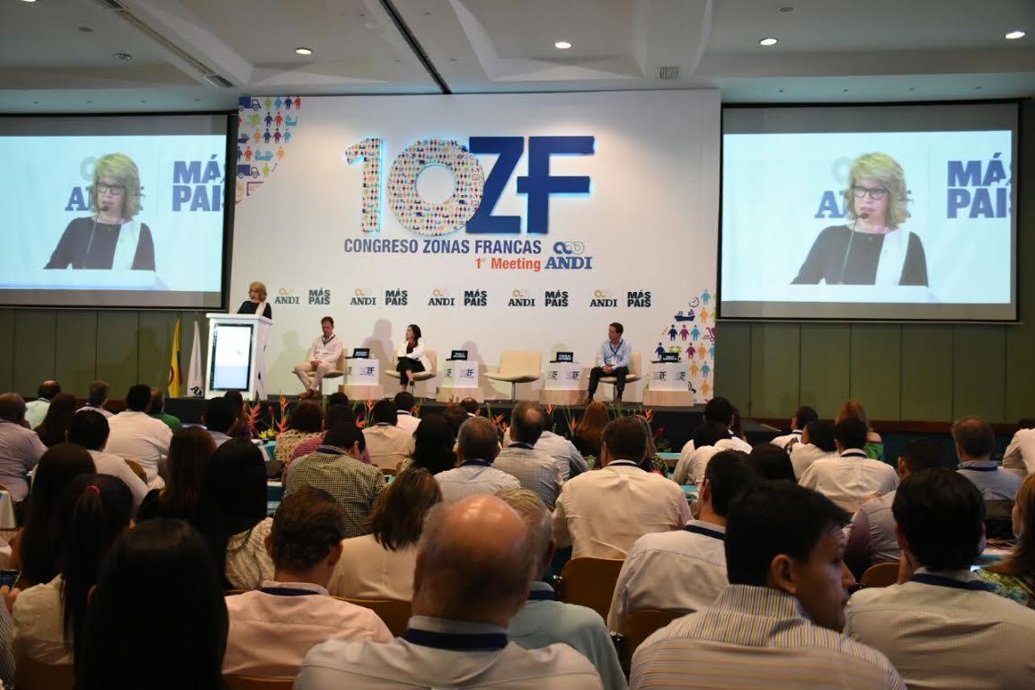 Ministra Cecilia Álvarez-Correa en Congreso de Zonas Francas