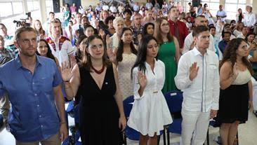 Nuevos voluntarios del Cuerpo de Paz hacen juramento ante el Embajador de los Estados Unidos en Colombia 2
