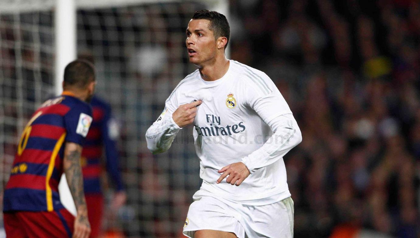 Los blancos dieron la vuelta al tanto de Piqué con el gol de Benzema y el decisivo de Cristiano Ronaldo cuando estaban con uno menos en el campo.
