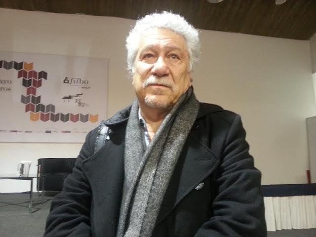 El poeta, crítico y ensayista Juan Manuel Roca, hablará en la FILBo sobre su experiencia de escribir sobre Bogotá. Foto: La Pluma & La Herida