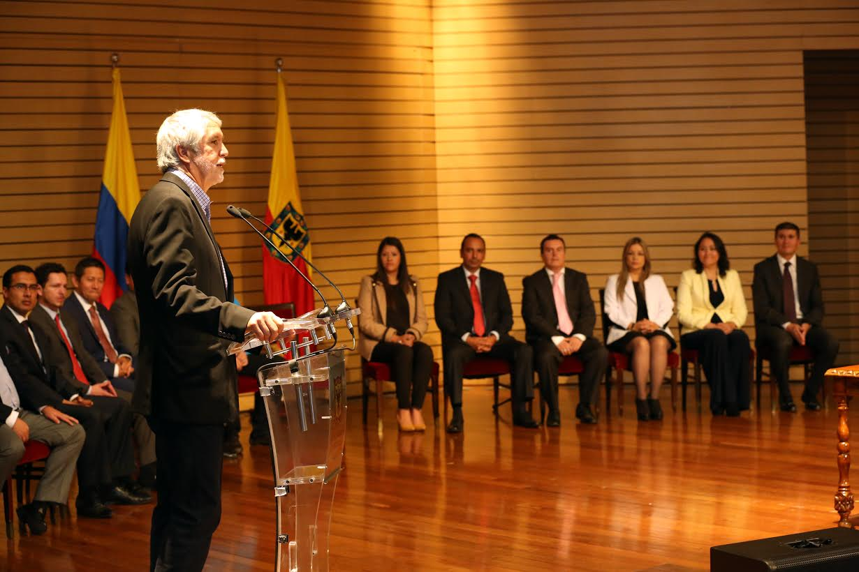 Se posesionan los primeros 11 alcaldes locales4