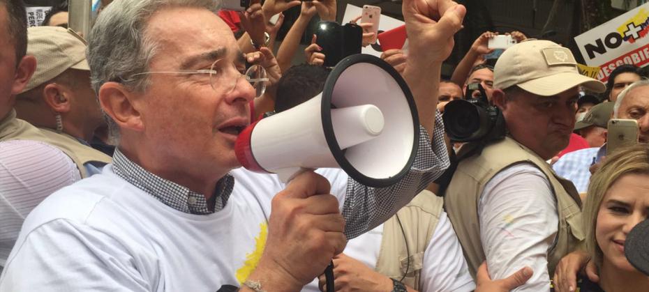 Uribe en la marcha del 2 de Abril