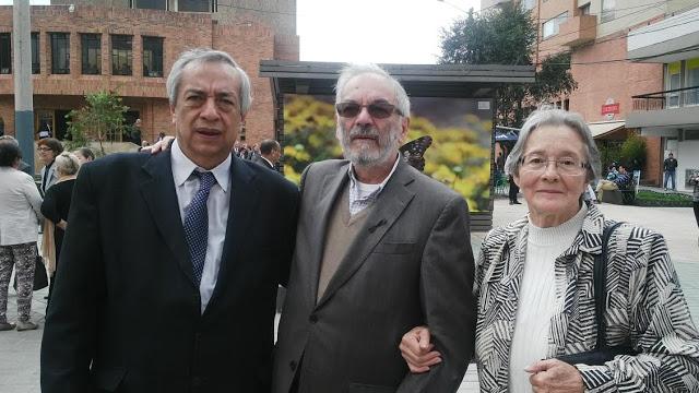Amigos cercanos de Soto Aparicio (de izquierda a derecha): Pablo Pardo, Isaías Peña Gutiérrez y Clarita de Peña. Foto: La Pluma & La Herida