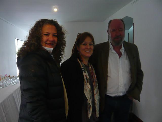 Ana María Ruiz, Consuelo Gaitán y Antonio Caballero, en la antesala del homenaje. Foto: La Pluma & La Herida